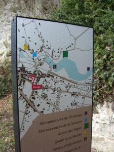 Panneau pour Lussac-les-Châteaux avec impression d'un plan et de sa légende