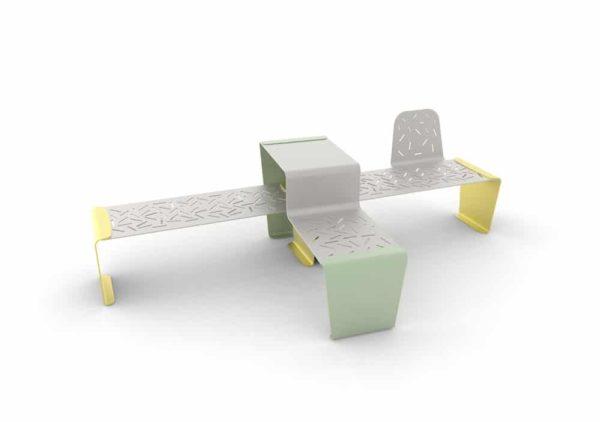 Une table gigogne LUD verte ; une banquette LUD jaune accolée à un banc LUD à un seul dossier jaune