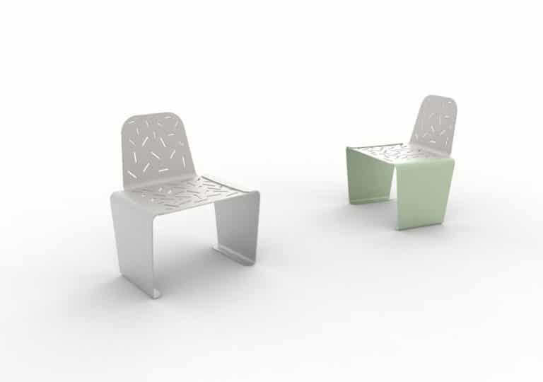 Deux chaises LUD : une grise et une verte