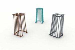 Trois corbeilles Vigipirate carrées TUB : une marron, une bleue et une grise