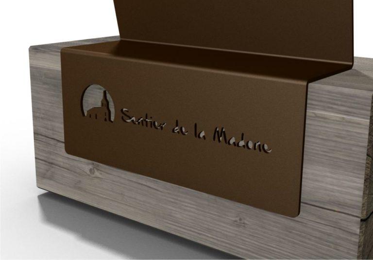 """Vue de près sur un rendu 3D d'une découpe personnalisée : ici, on voit l'inscription """"Sentier de la Madone"""""""