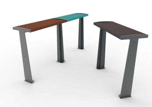 Deux tables bar TUB marron et bleue accolées à gauche, et une table bar TUB marron à droite