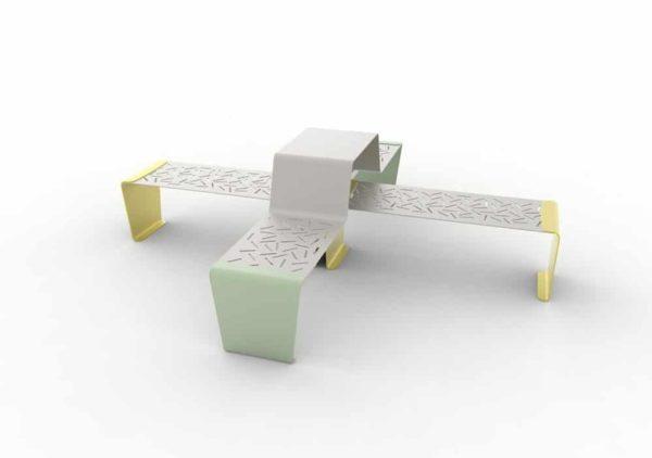 Une table gigogne duo LUD verte et deux banquettes LUD jaunes accolées