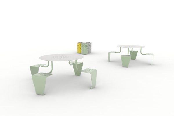 Deux tables pique-nique LUD vertes, et trois corbeilles LUD : une verte, une jaune et une grise