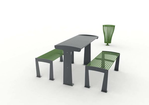 Une table TUB grise avec ses deux banquettes TUB vertes, et une poubelle Vigipirate TUB verte