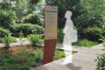 Incrustation d'un totem Icare dans un environnement réel : ici, des lattes de bois