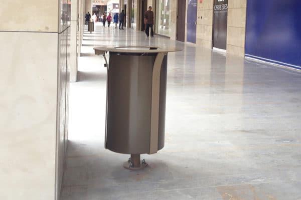 Photographie d'une vraie corbeille Azilal dans un centre commercial