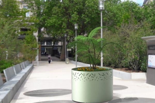 Une jardinière XL LUD verte incrustée au centre d'un passage