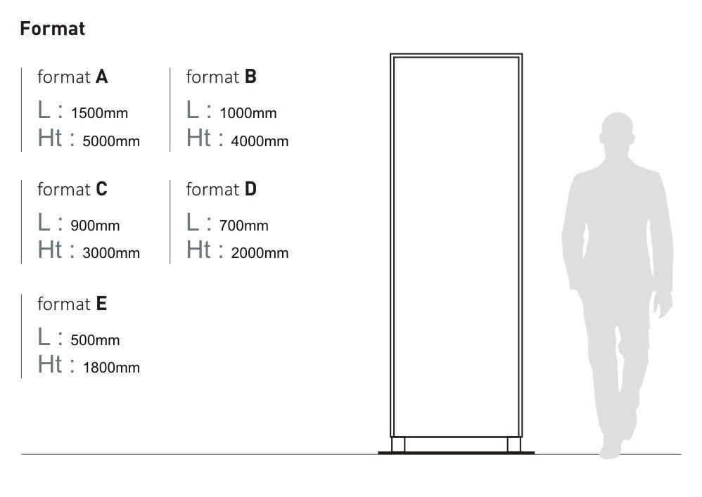 Le totem sur-mesure Massilia est proposé en cinq tailles : format A (longueur 1 500 millimètres, hauteur 5 000 millimètres), format B (longueur 1 000 millimètres, hauteur 4 000 millimètres), format C (longueur 900 millimètres, hauteur 3 000 millimètres), format D (longueur 700 millimètres, hauteur 2 000 millimètres) et format E (longueur 500 millimètres, hauteur 1 800 millimètres)