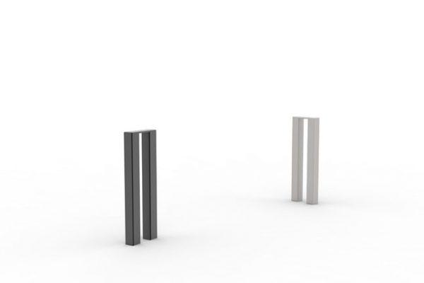 Deux bornes PUR : une noire et une en acier inoxydable