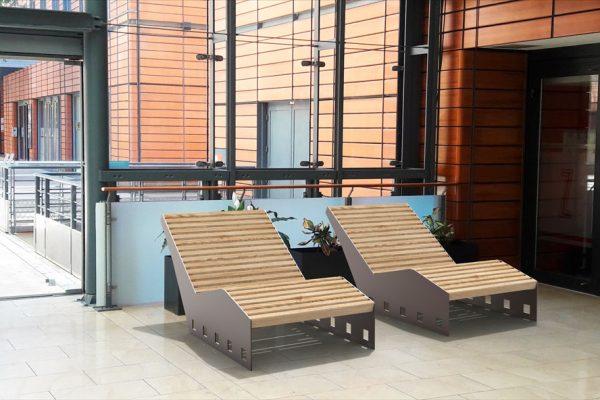 Insertion 3D de deux bains de soleil CUB marron dans un centre commercial