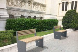 Insertion 3D de deux bancs CUB gris dans un environnement réel