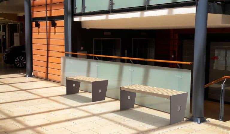 Insertion 3D de deux banquettes CUB dans un centre commercial