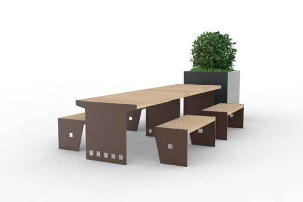 Deux tables CUB accolées avec leurs banquettes CUB, accompagnées d'une jardinière XL CUB