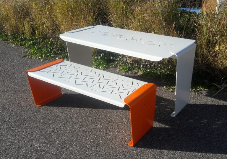 table avec banquette métallique